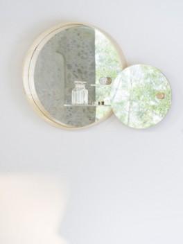 Spiegelschrank - geöffnet///mirror cabinet - opened