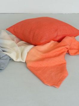 Decke mit Farbverlauf Grau - Korallenrot & Kissen///blanket with colour gradient gray - coral red & cushion