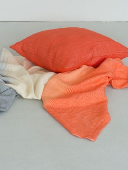 Kissen Korallenrot mit Decke///Cushion coral red with blanket