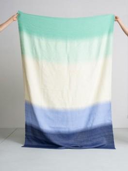 Decke mit Farbverlauf Marineblau - Türkis///Blanket with colour gradient marine - turquoise
