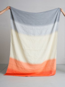 Decke mit Farbverlauf Grau - Korallenrot///blanket with colour gradient gray - coral red