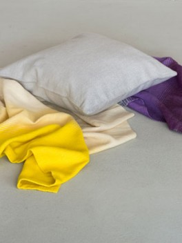 Decke mit Farbverlauf Gelb - Violett & Kissen///Blanket with colour gradient yellow - violet & cushion